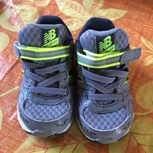 New Balance Boys Baby Toddler Tennis Shoes size 5